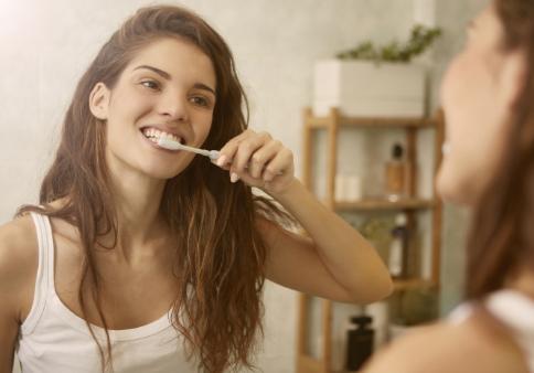 Trápia vás zuby? Ktorá poisťovňa vám dá príspevok na zubára?